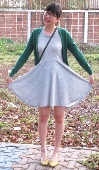 green-cardigan-grey-skater-dress-yellow-kitten-heels-2